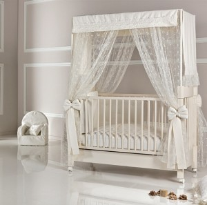 Mimi Four Poster Cot with Lace Canopy